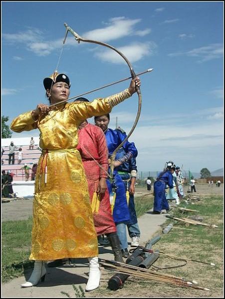 Наадам: женщина-стрелок