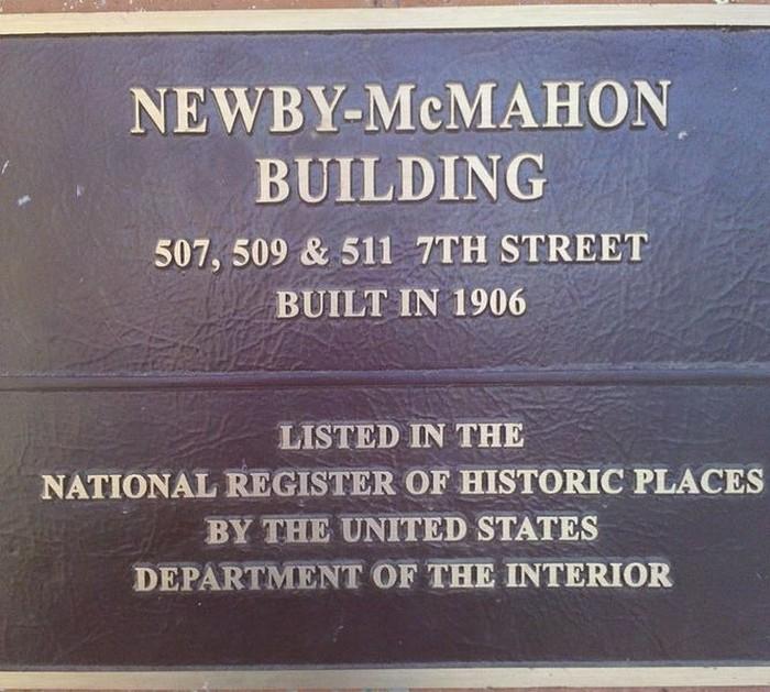 Почему на мемориальной доске написано, что здание построено в 1906? Возможно, это еще один обман