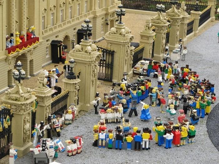 LEGO-человечки отметили королевскую свадьбу