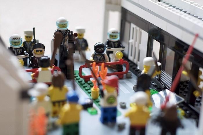 LEGO-человечки побили витрины