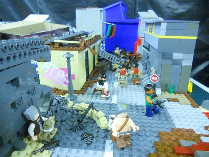 LEGO-человечки развязали войну в Ливии