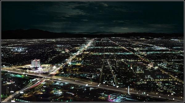 Огни ночного города: дымка горизонта
