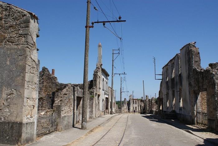 Разрушенный город Орадур-сюр-Глан