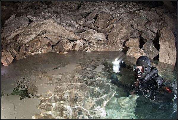 Самая большая подводная гипсовая пещера в мире