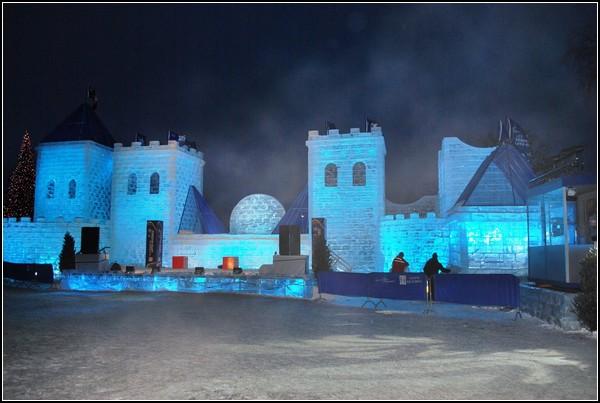 Прадзник снеговика в Квебеке: снежный дворец