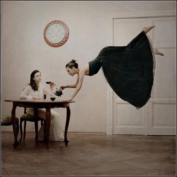 Полет фантазии и левитация человека. Время пить чай / It's tea time