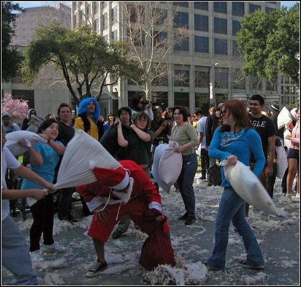 Бой подушками в Сан-Хосе: атака на Санта-Клауса