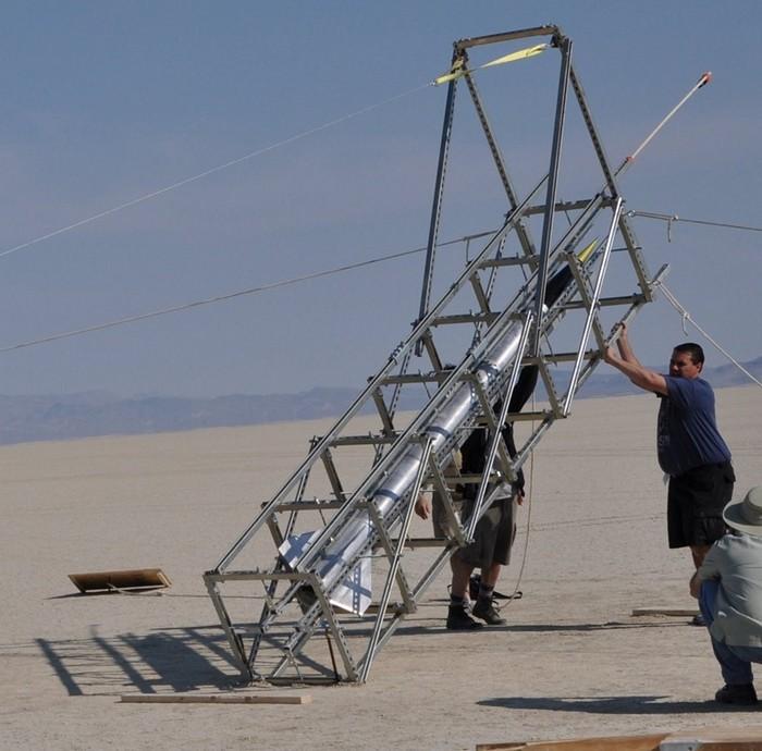 Самодельная ракета готовится к
