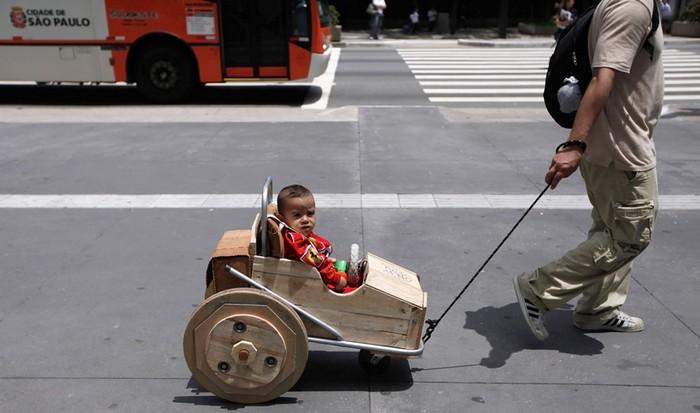 День вторичной переработки: коляска из ящиков