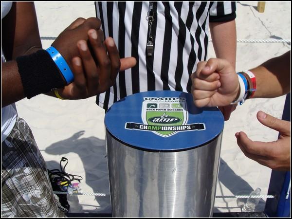 Чемпионат по игре камень-ножницы-бумага в Канберре