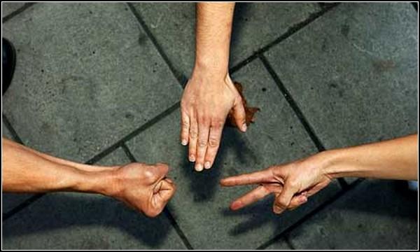 Древняя игра камень-ножницы-бумага