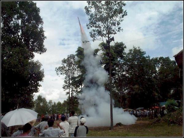 Взрывы ракет и соревенования