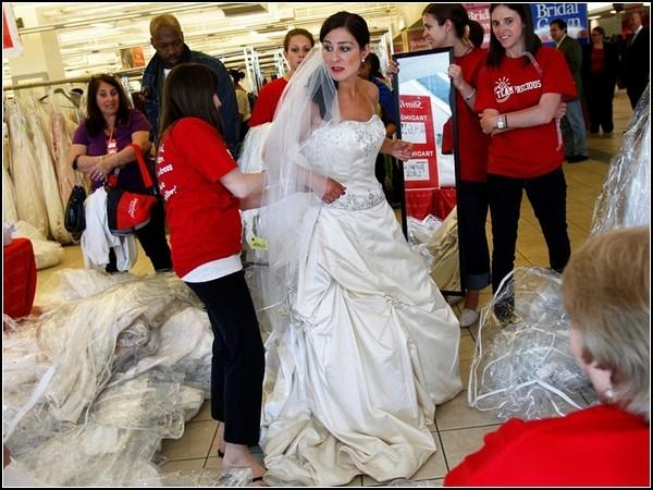 Бег за венчальными платьями в Filene's Basement