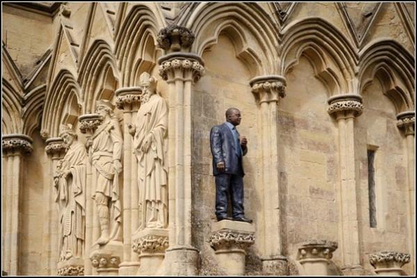 Анонимность и святость: скульптуры Шона Генри. *Человек с Кубком*