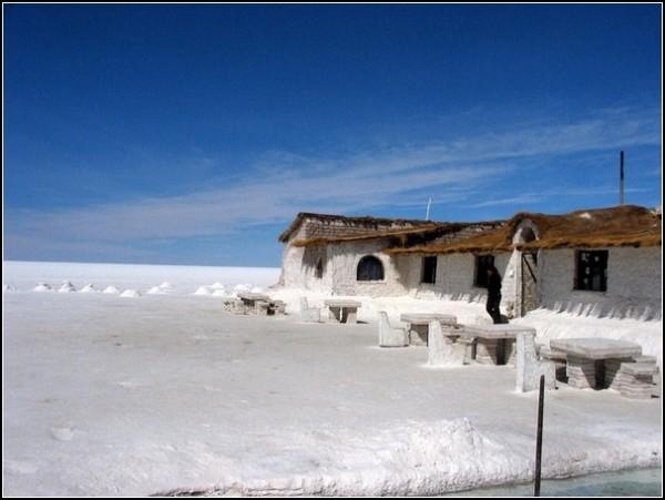 Соленый отель в Уюни