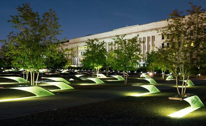 11 сентября. Америка. Мемориал рядом  Пентагоном