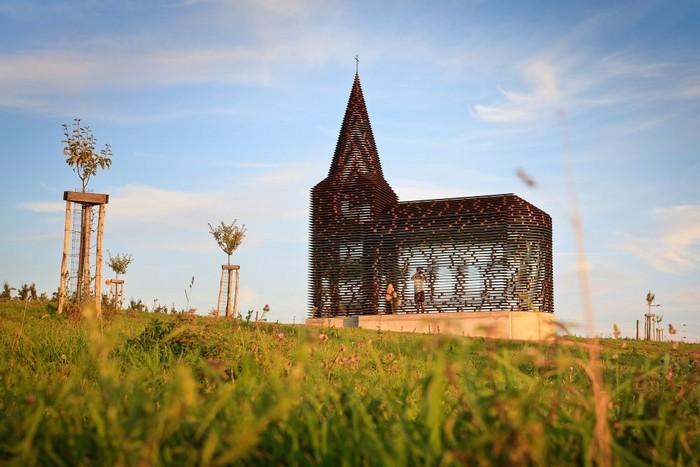 Исчезающий небесный храм в Бельгии