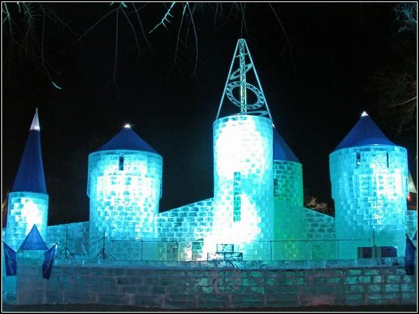 Праздник снеговика в Квебеке: дворец для Добряка