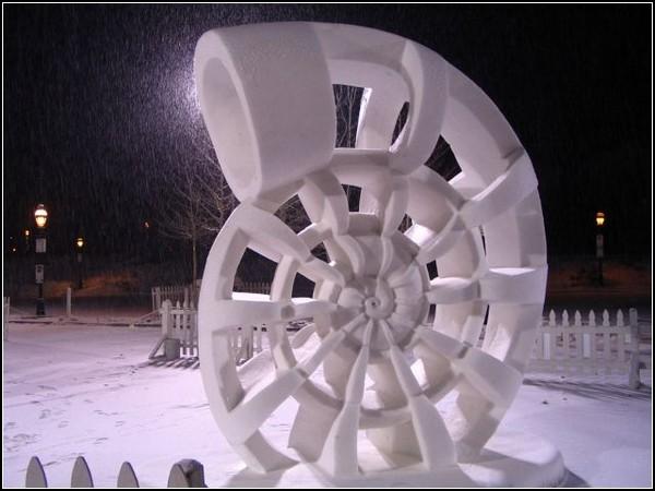 Фестиваль снежных скульптур: рог Амальтеи