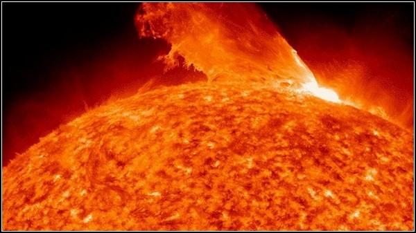 Фото Солнца, космоса и Земли, полученные NASA. Корональная вспышка 24 февраля