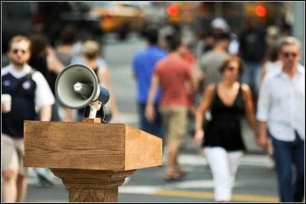 Скажи что-нибудь хорошее городу и миру. Акция в Нью-Йорке