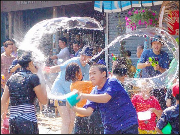 Сонгкран: новый год по тайскому стилю