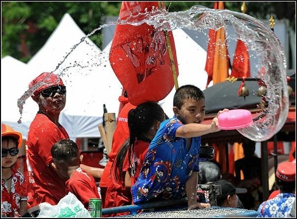 Сонгкран: всенародное очищение водой