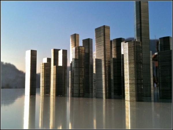 Необычные города-инсталляции из скоб для степлера