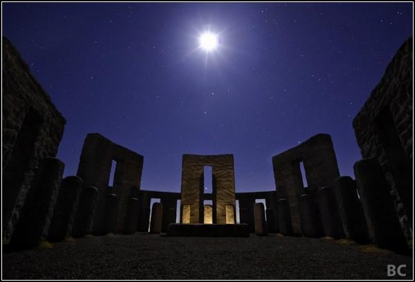 Небо. Ночь. Звезды. Стоунхендж. Луна. Новая фотография