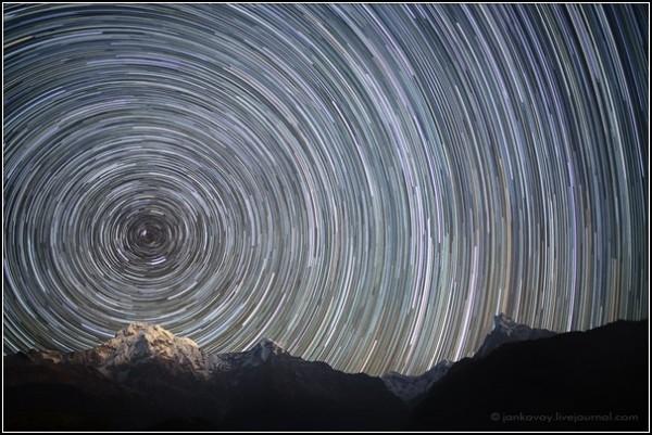Ночной горный пейзаж. Звездные пути