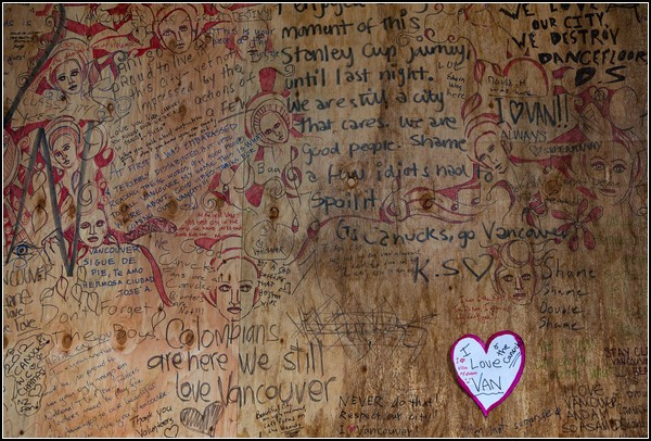 Щиты с добрыми граффити от добрых горожан