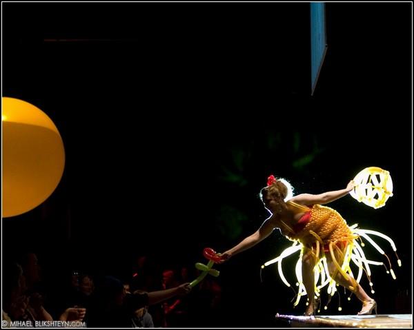 Фестиваль одежды в Кетчикане: креветка из воздушных шариков