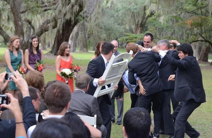 Драка на свадьбе: со стулом сподручнее