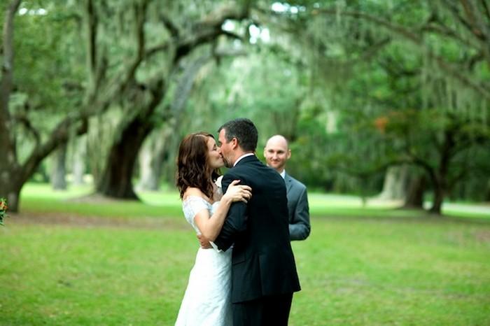 После драки кулаками не машут, а невесту поцеловать можно