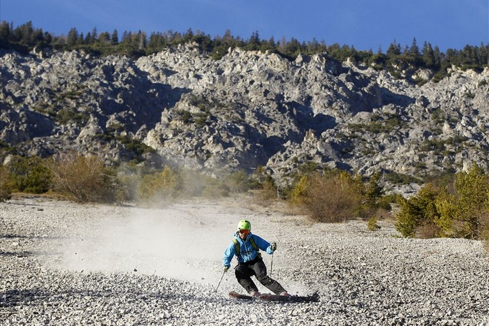 Катание с горы на камнях - новый вид спорта