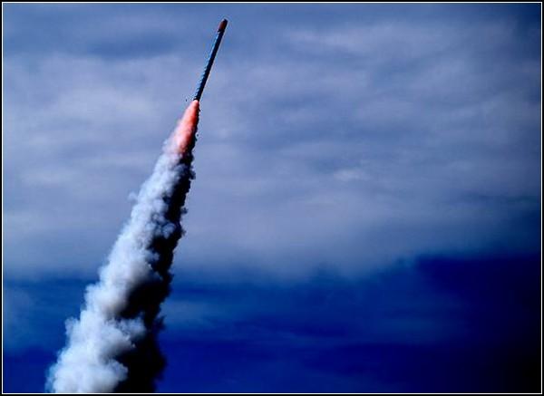 Взрывы праздничных ракет в Ясотхоне