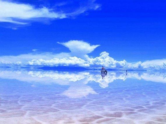 В сезон дождей поверхность озера покрывается тонким слоем воды и получается гигантское зеркало