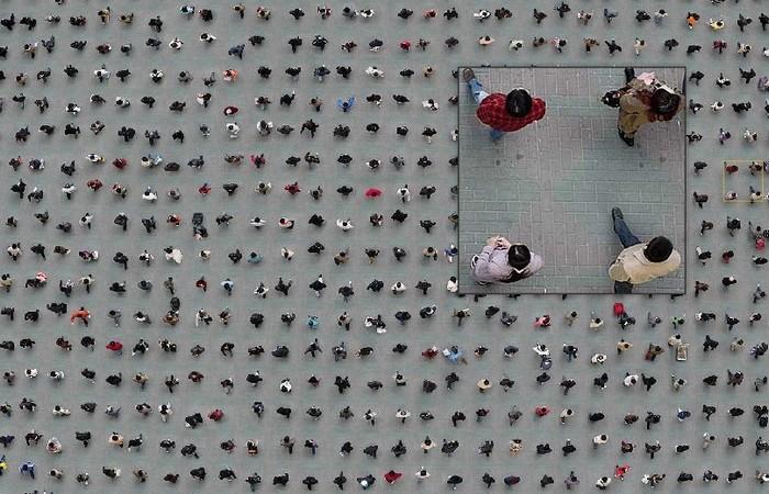 Площадь: взгляд сверху. Городские фотографии Адама Магьяра