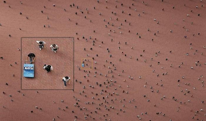 Площадь вообще и реальные пешеходы