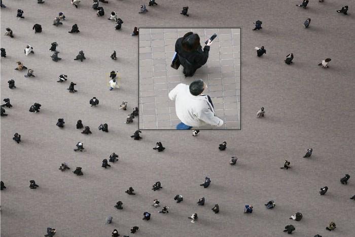 Рукотворная толпа: городские фотографии Адама Магьяра