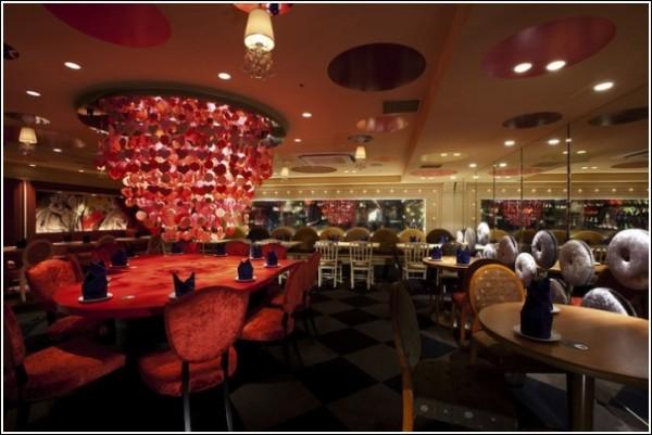 Необычный ресторан в Токио: 200 кв. м сказки!