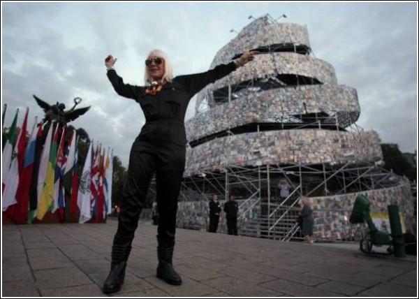 Новая башня из книг в Буэнос-Айресе: все флаги в гости будут к нам
