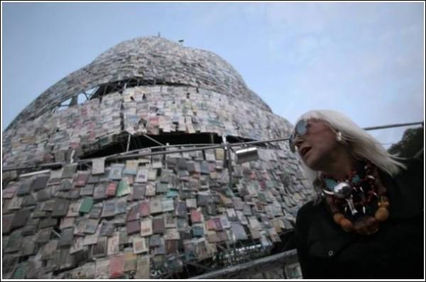 Новая башня из книг в Буэнос-Айресе - творение Марты Минухин