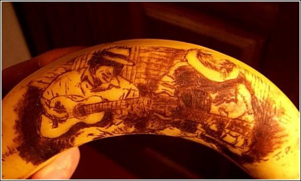 Банановая кожура - холст, зубочистка - кисть