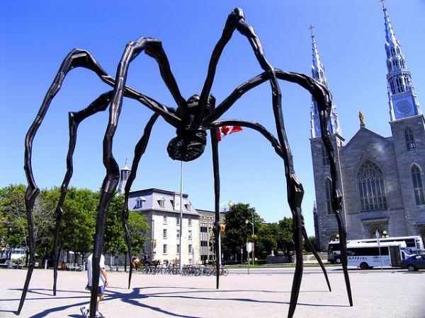 Скульптура Луизы Буржуа «Maman»