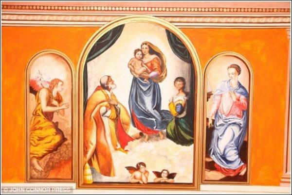 Роспись стен и потолков, выполненная художником-самоучкой