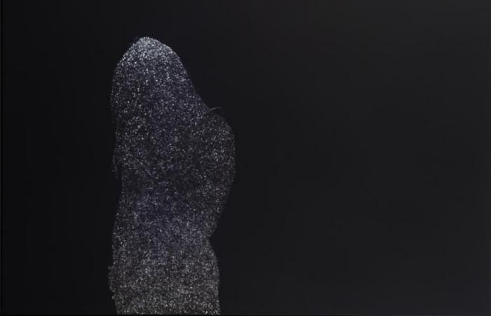 Женские силуэты, светящиеся и не очень: фотосессия Кристофера Баклоу
