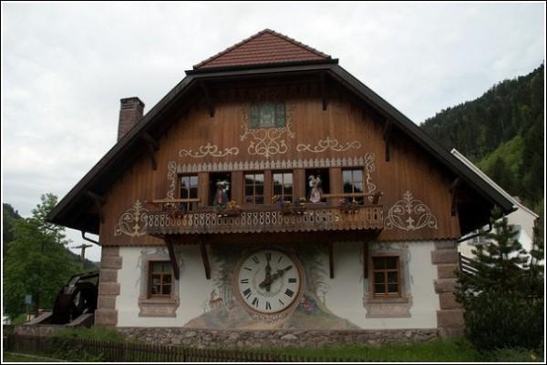 Огромные часы в Хёлльстайге