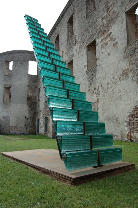 Куда ведет лестница?