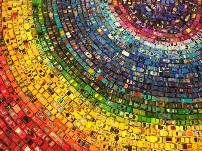 Все цвета радуги в автомобильном арт-объекте Дэвида Т. Уоллера